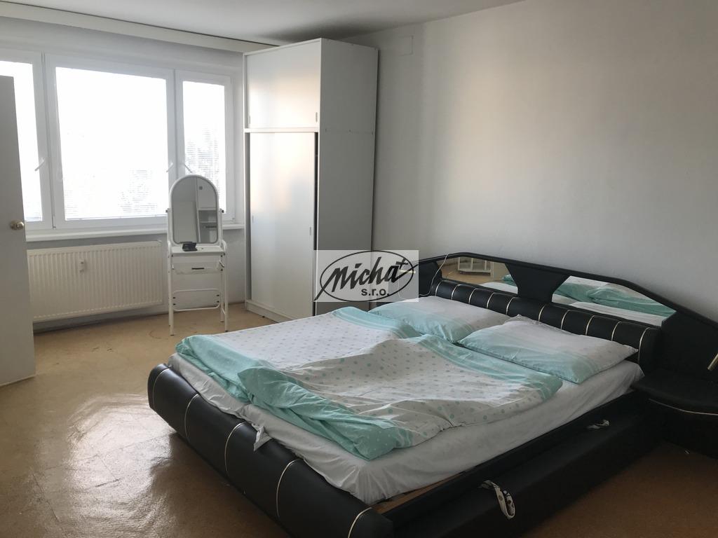 039 spálňa