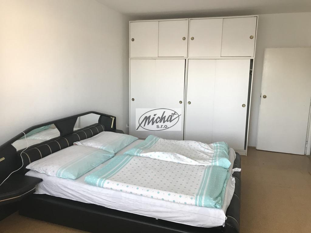 040 spálňa