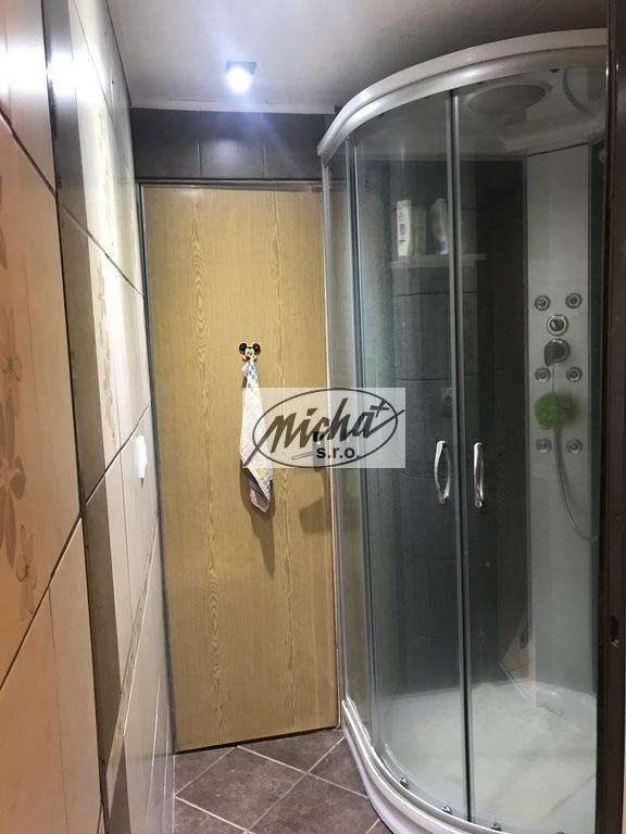 031 sprchovací kút