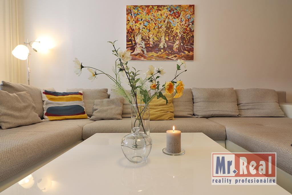3 izbovy byt_Malacky-Malovaneho_sedenie v obyvacke