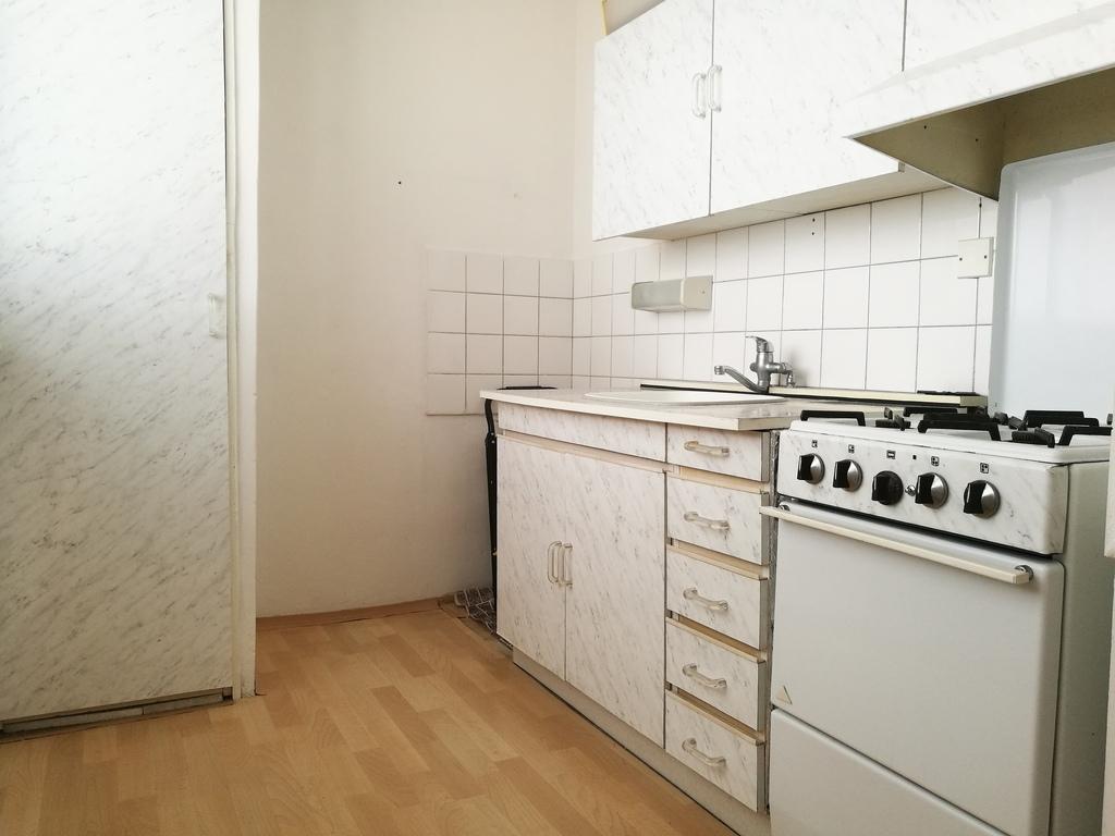 byt-na-predaj-petrzalka-bratislava-tomas-neuschl-remax-kuchyna
