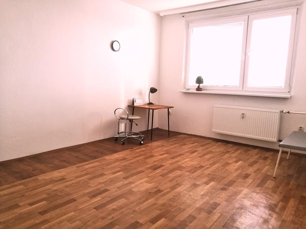 byt-na-predaj-petrzalka-bratislava-tomas-neuschl-remax-izba