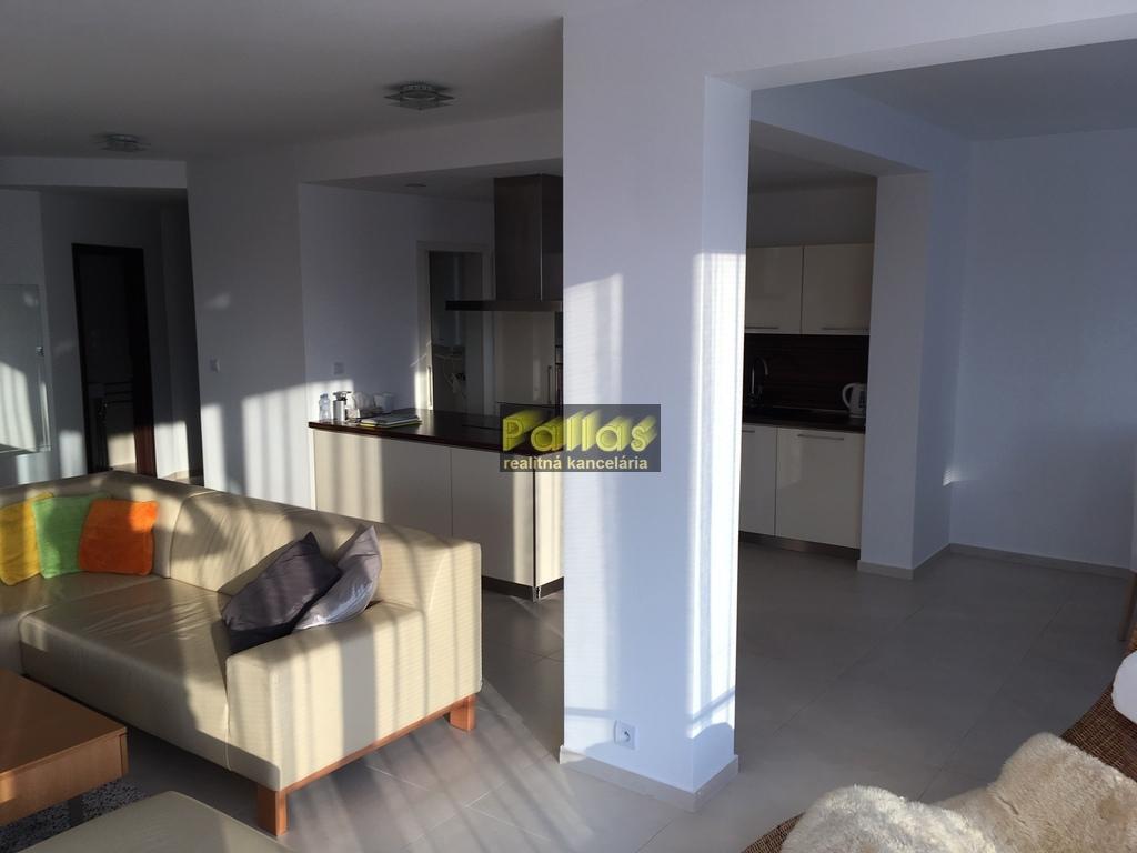 PRENÁJOM 3-izb. luxusne zariadeného bytu s terasou a garázou v lokalite Lodenica Piešťany (6)