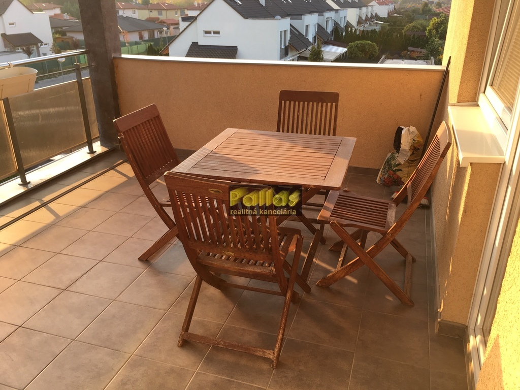 PRENÁJOM 3-izb. luxusne zariadeného bytu s terasou a garázou v lokalite Lodenica Piešťany (22)