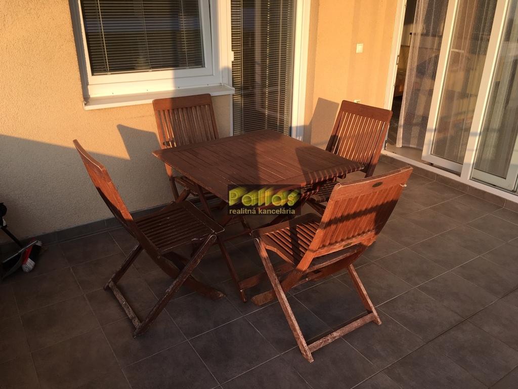PRENÁJOM 3-izb. luxusne zariadeného bytu s terasou a garázou v lokalite Lodenica Piešťany (25)