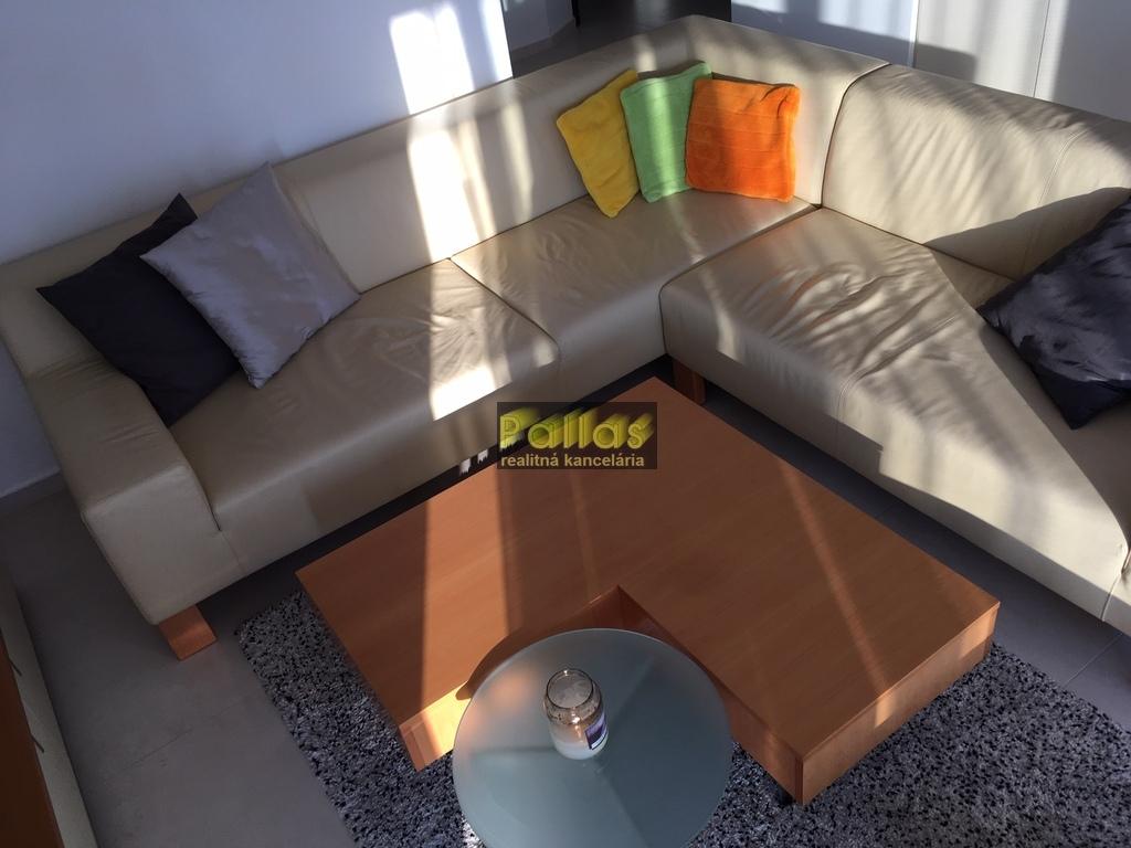 PRENÁJOM 3-izb. luxusne zariadeného bytu s terasou a garázou v lokalite Lodenica Piešťany (31)