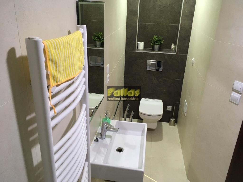 PRENÁJOM 3-izb. luxusne zariadeného bytu s terasou a garázou v lokalite Lodenica Piešťany (36)