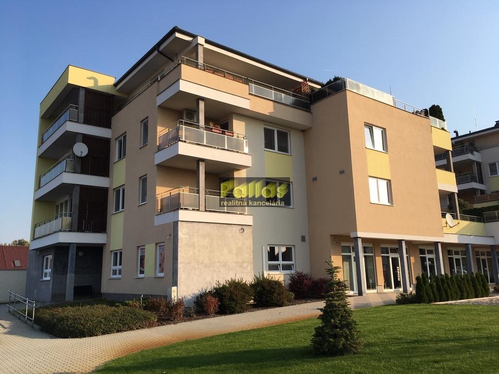 PRENÁJOM 3-izb. luxusne zariadeného bytu s terasou a garázou v lokalite Lodenica Piešťany (66)