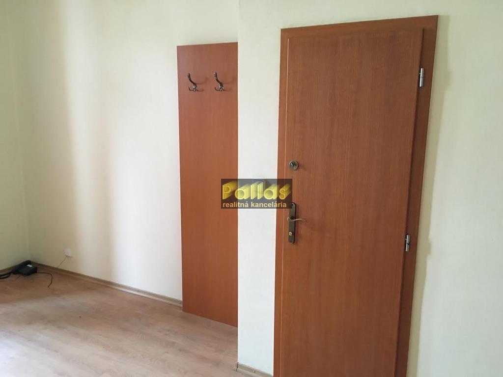 PRENÁJOM repre kancelárie v centre Piešťan 21
