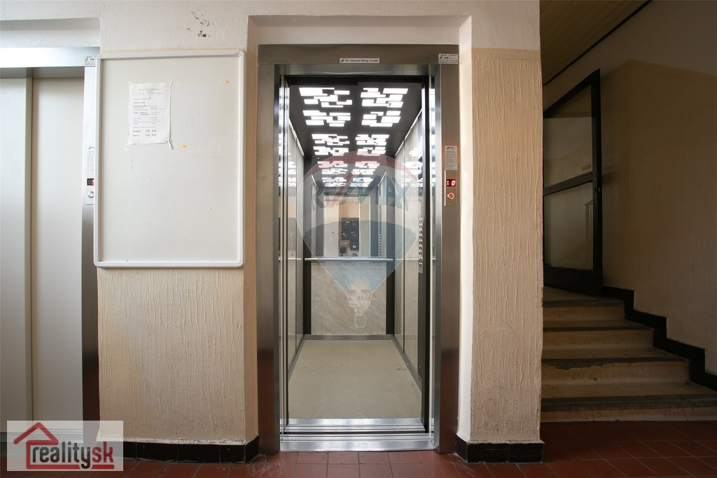 NA PREDAJ slnečný 1-izbový byt v Devínskej Novej Vsi
