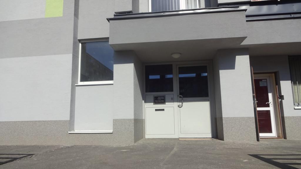 Vchod do bytového domu