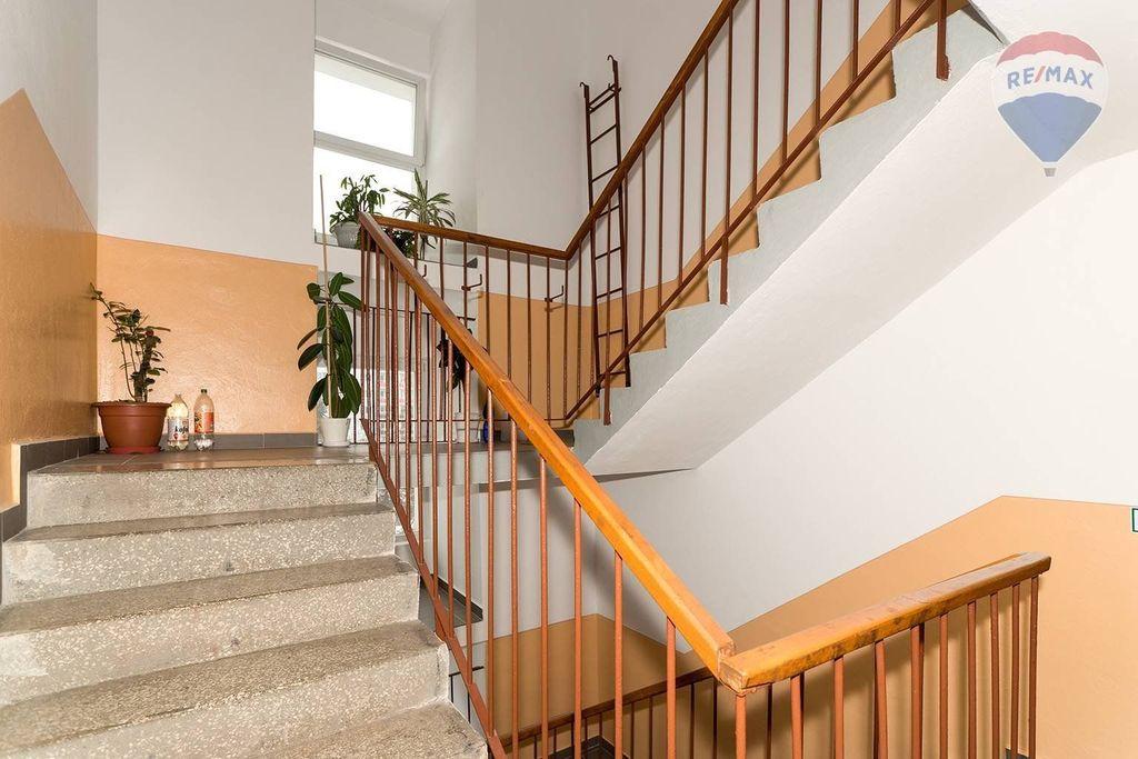 4 izbový byt Liptovský Mikuláš - schodisko